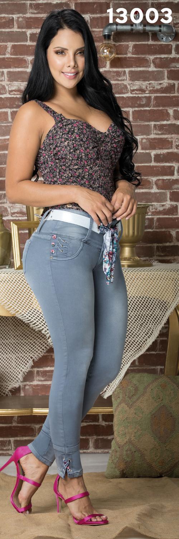 pantalon tobillero con bolsillos traseros