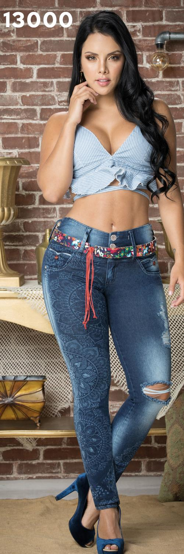 pantalon skiny con bolsillos traseros decorados