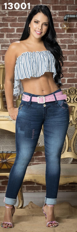 pantalon tobillero, con  cinta tejida   en  el doblez de bota