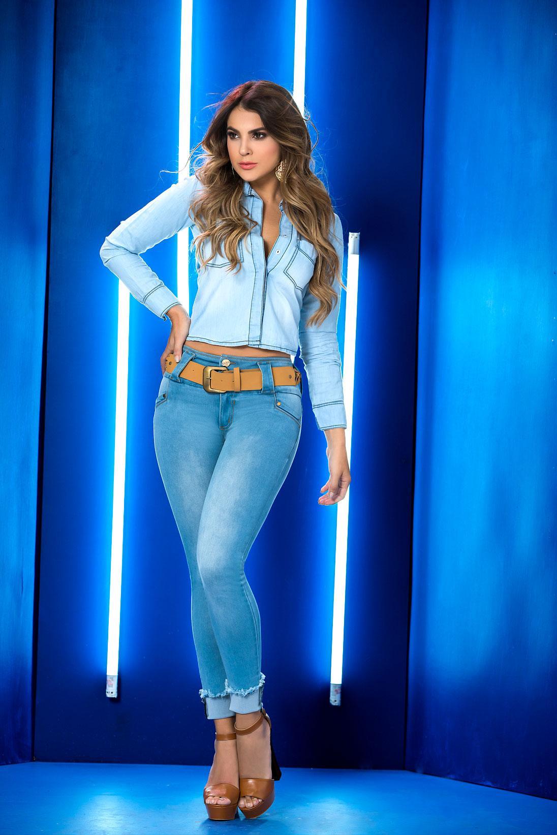 Jeans Colombiano Azul sin bolsillos levantacola