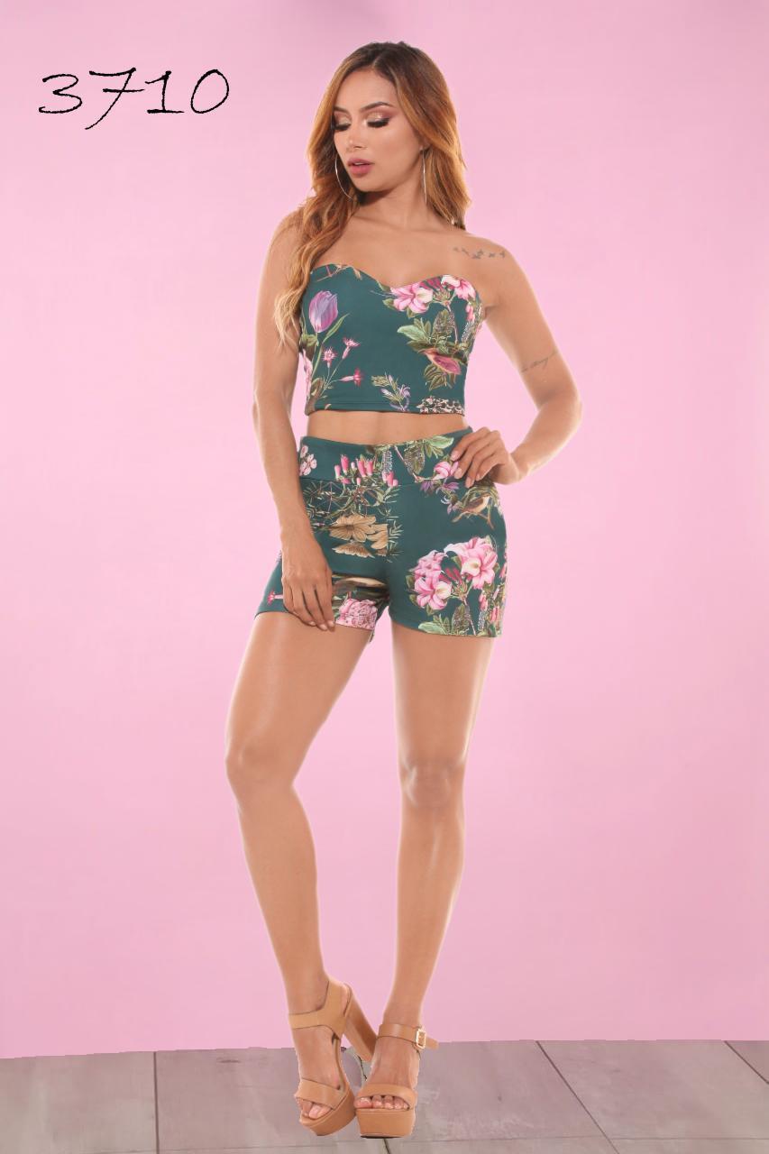 Conjunto de Short corto con motivos primaverales y colores de moda hecho en colombia
