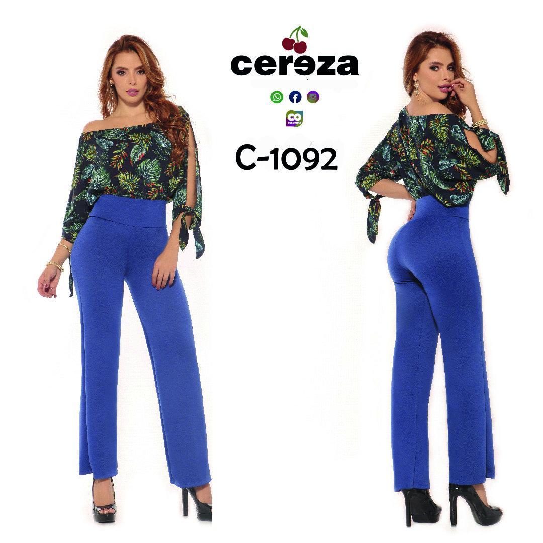 Conjunto Colombiano Marca Cereza de Blusa con hombros descubiertos, mangas largas y estampado floral, más oantalon largo color azul a juego con pretina alta