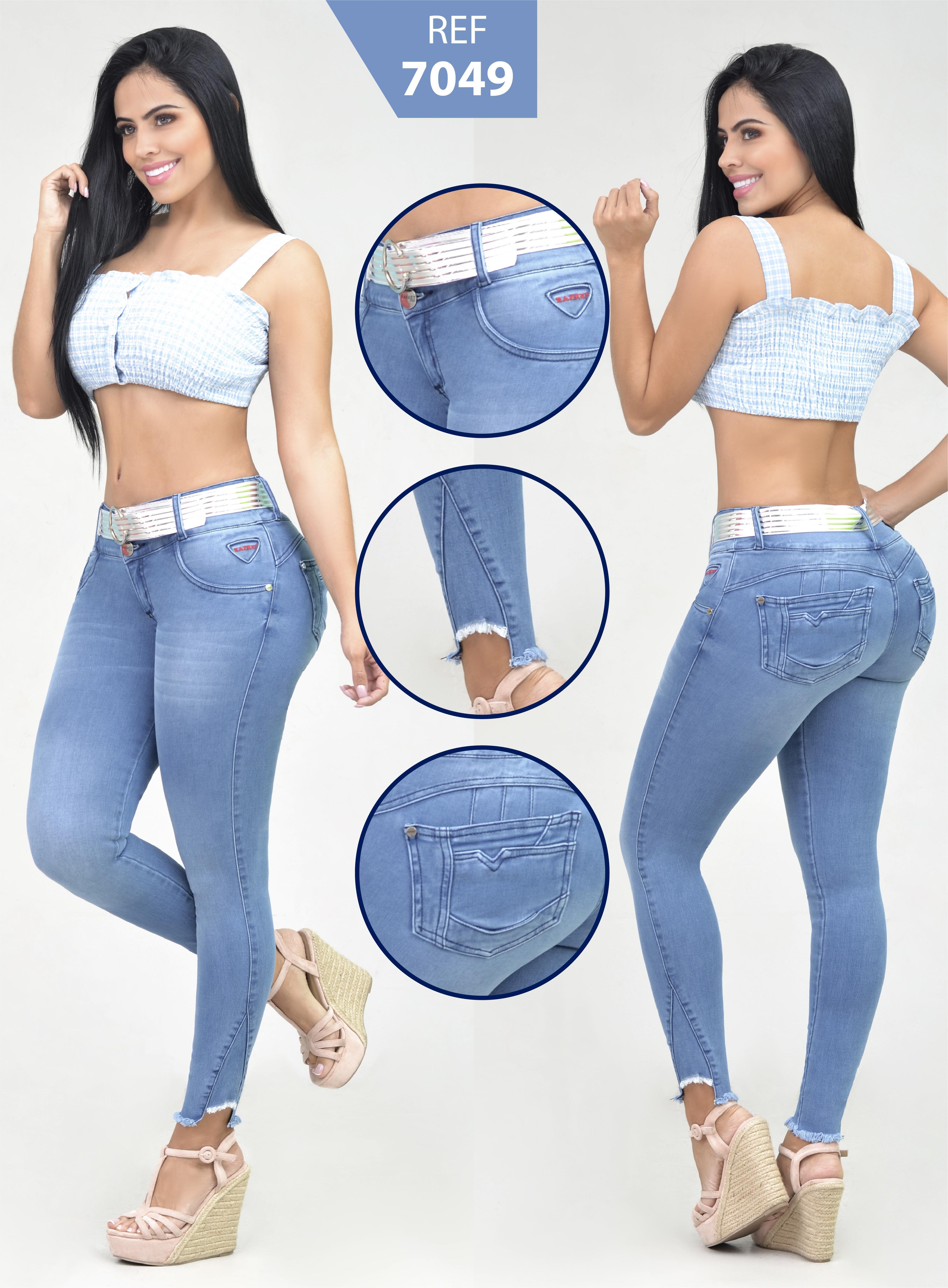 Jean para Dama Color Azul Claro con Bolsillos traseros y Desgastes en Pierna