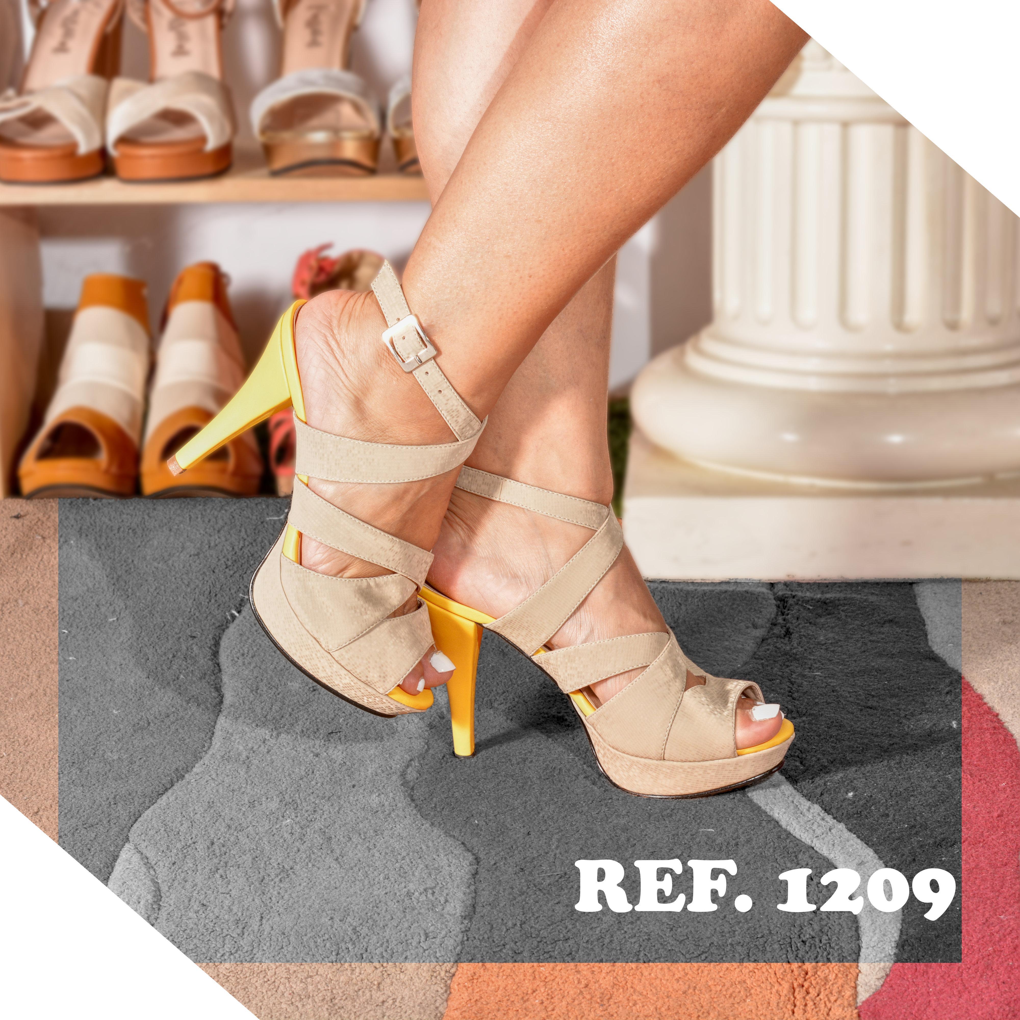 Fantásticos Zapatos Beige, con Tiras, tacón en contraste y pequeña plataforma