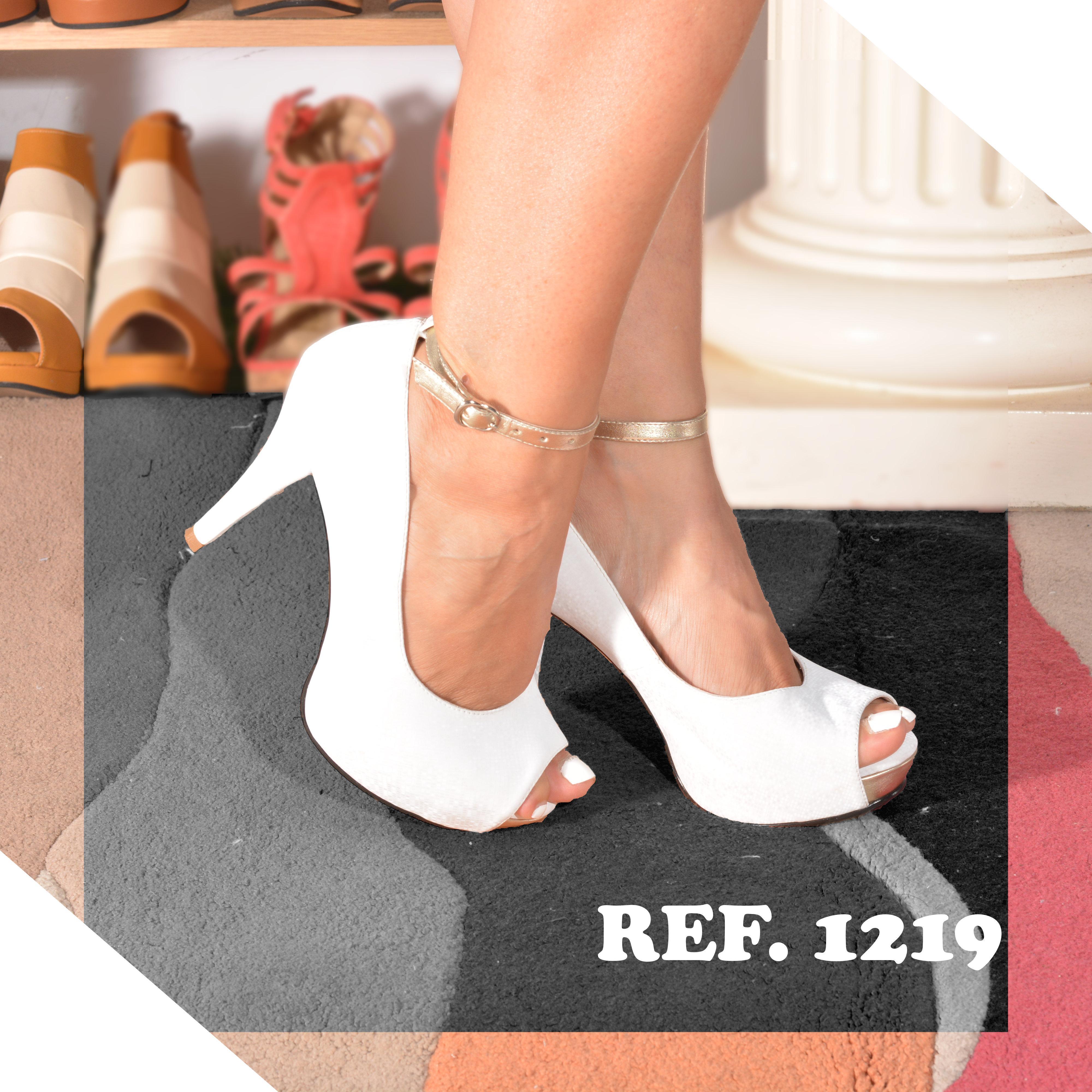 Hermosos Zapatos Clásicos Colombianos de Color Blanco y punta de los dedos descubiertos