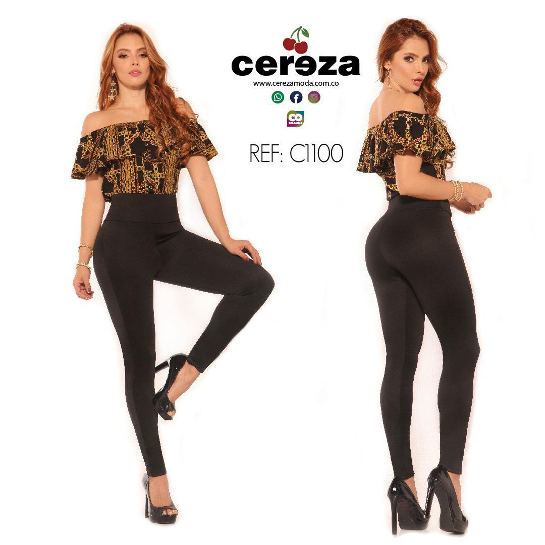 Fantástico Conjunto Colombiano de Blusa y Pantalón con Control de Cintura y Ajuste que levanta y Moldea tu figura, la blusa tiene Boleros y los hombros descubiertos