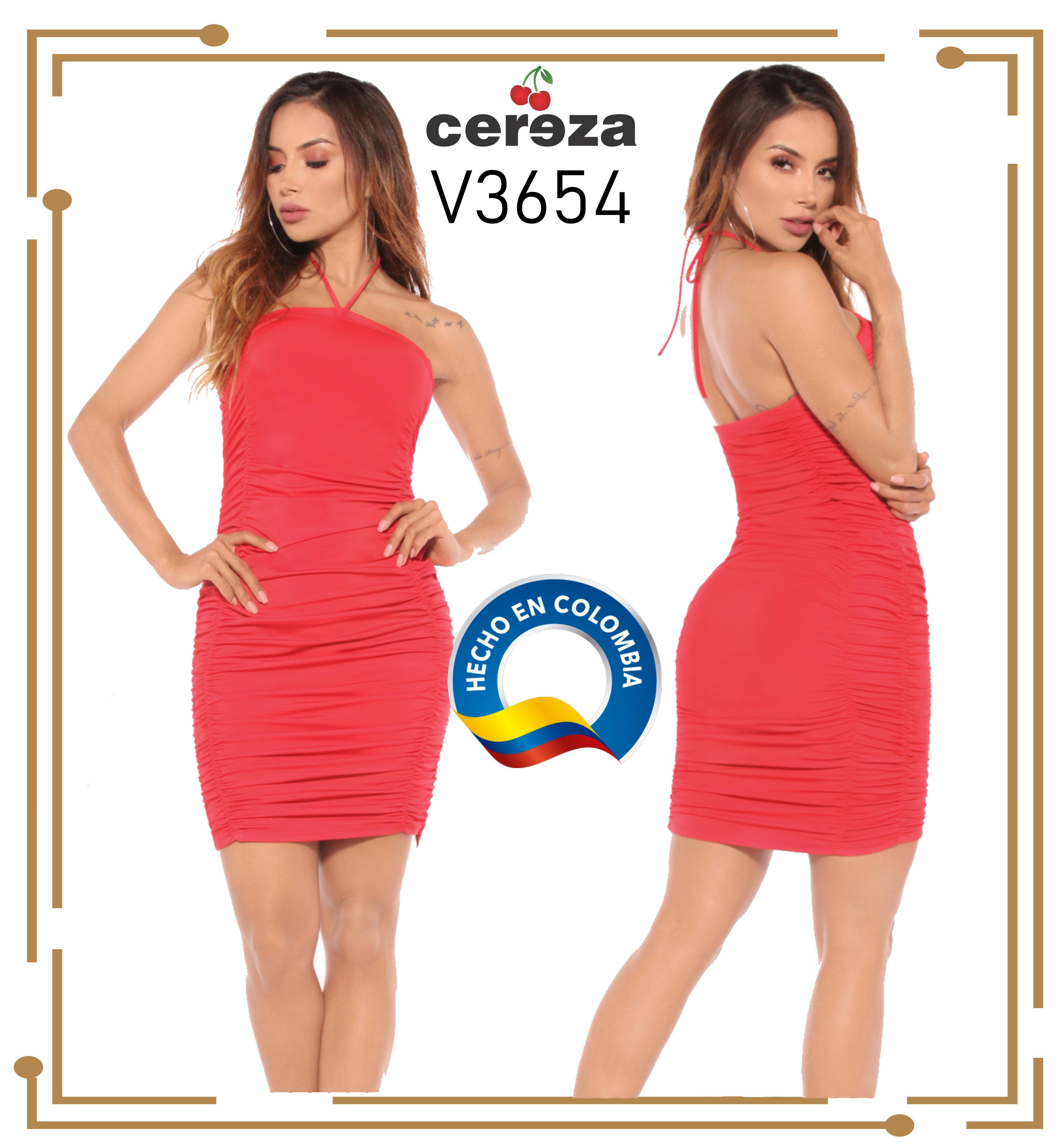 Sexy Vestido Colombiano con Hermoso Ajuste en su diseño, que lleva los hombros descubiertos y un Hermoso Escote en la espalda