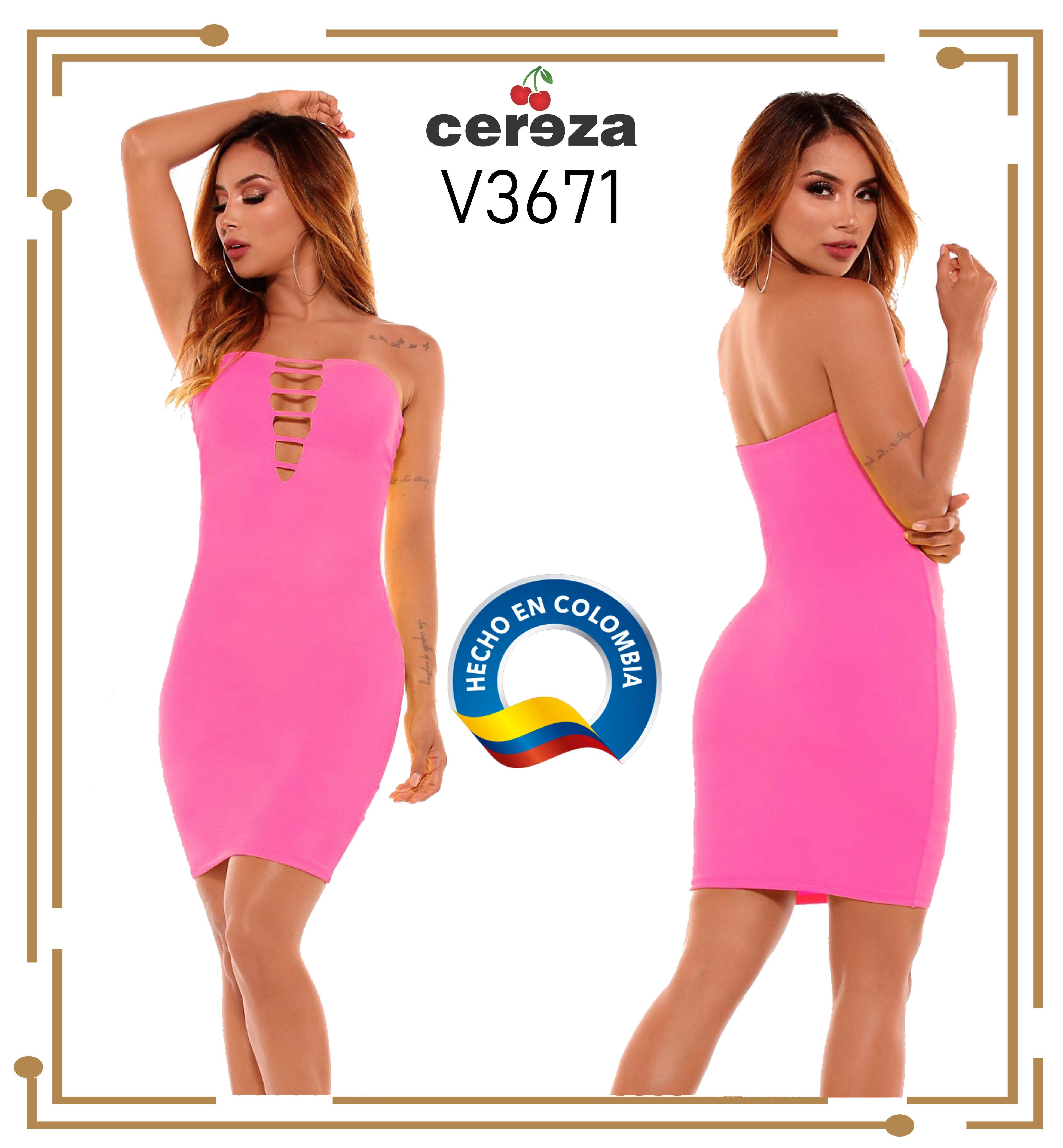 Vestido corto con hombros descubiertos de la marca CEREZA, que tiene un hermosos decorado frontal en escote